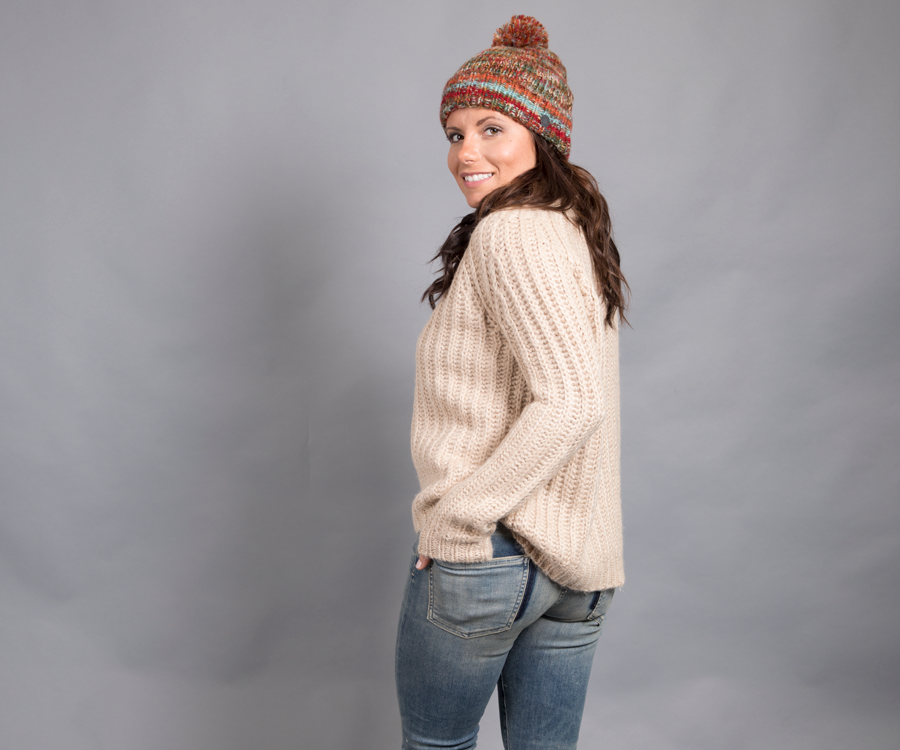 Oatmeal knit sweater paired with vintage wash skinny jeans. Beanie give a pop of color.