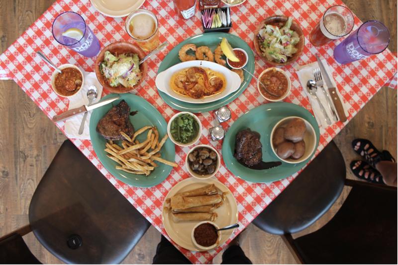 Doe's Eat Place table